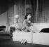 """""""Un Dimanche à New York"""" de Norman Krasna. Adaptation de Barillet et Gredy. Marie-José Nat. Paris, théâtre du Palais-Royal, novembre 1962. © Studio Lipnitzki / Roger-Viollet"""