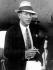 Noël Coward (1899-1973), auteur dramatique anglais, à son arrivée sur l'île des Bermudes, 6 janvier 1933. © TopFoto / Roger-Viollet