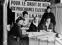 Propaganda centre for the women''s right to vote, managed by Louise Weiss, leader of French feminist associations. From left to right: Maryse Demour, Hélène Roger-Viollet, Jeanine Nemo, Louise Weiss and Clara Simon. Paris, February 1936. © Roger-Viollet
