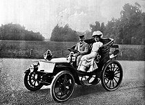 King Victor Emmanuel III of Italy (1869-1947) and his wife Queen Elena of Montenegro (1873-1952), posing in one of the first motor cars. 1900.    © Albert Harlingue / Roger-Viollet