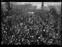 World War I. Rally celebrating the liberation of the Alsace-Lorraine region. Crowd attending the parade. Paris, place de la Concorde, on November 17, 1918. © Excelsior - L'Equipe / Roger-Viollet