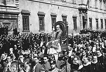 Pius XII. The papal procession leaving through the big door of the Latran palace to go to the Saint-Jean de Latran basilica. Rome, on May 18, 1939. © Roger-Viollet