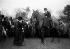 La reine Alexandra de Danemark (1844-1925) et la princesse Mary (1897-1965), avant le départ d'une chasse à courre. Sandringham (Angleterre), 9 janvier 1922. © PA Archive / Roger-Viollet