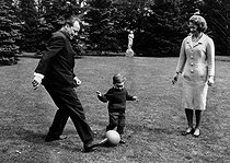Willy Brandt (1913-1992), German Chancellor, playing football in family. © Roger-Viollet