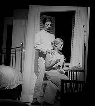 """The Lover"", play by Harold Pinter. Adaptation by Eric Kahane. Direction by Claude Régy. Jean Rochefort and Delphine Seyrig. Paris, Théâtre Hébertot, September 1965. © Studio Lipnitzki/Roger-Viollet"