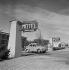Motel à 3 Km d'Antibes (Alpes-Maritimes), octobre 1957. © Hélène Roger-Viollet / Roger-Viollet