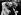 André Gide (1869-1961), écrivain français, entouré de ses petits-enfants. © Albert Harlingue/Roger-Viollet