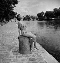 Young woman sunbathing in a bikini. Paris, July 1955. © Roger-Viollet