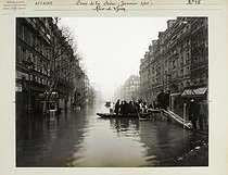 Floods in Paris. Rue de Lyon (XIIth arrondissement). Anonymous photograph (Criminal Records Office). January 1910. Paris, musée Carnavalet. © Musée Carnavalet/Roger-Viollet