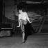 """Zizi Jeanmaire lors de la répétition de """"Patron"""", opérette de Marcel Aymé. Paris, théâtre Sarah-Bernhardt, septembre 1959. © Boris Lipnitzki / Roger-Viollet"""