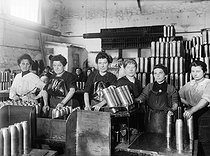 World War One. Women working in a French ammunition factory. © Maurice-Louis Branger/Roger-Viollet