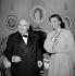 """Paul Claudel (1868-1955), écrivain français, et Ingrid Bergman (1915-1982), actrice suédoise, à l'époque où elle interprétait """"Jeanne d'Arc au bûcher"""". France, 1954. © Roger-Viollet"""