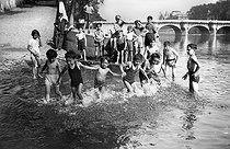 World War II. Children bathing in the river Seine. Paris, on July 11, 1941. © LAPI / Roger-Viollet