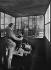 """""""La France travaille."""" Mineurs. Le machiniste de l'ascenseur. Lens (Pas-de-Calais). Société des mines de Lens. 1931-1934. Photographie de François Kollar (1904-1979). Paris, Bibliothèque Forney. © François Kollar/Bibliothèque Forney/Roger-Viollet"""