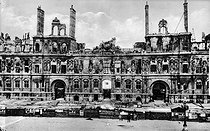 French Commune. Ruins of the city hall after a fire. Paris, 1871. © Neurdein/Roger-Viollet