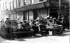 Insurrection de Pâques 1916. Troupes britanniques tenant une barricade dans une rue de Dublin (Irlande). © TopFoto / Roger-Viollet