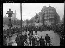 "World War One. Anniversary of the birth of George Washington (1732-1799), American statesman and General. The ceremony at the statue of the founder of the United States. Paris, place d'Iéna, on February 22, 1918. Photograph published in the newspaper ""Excelsior"", on February 23, 1918. © Excelsior – L'Equipe/Roger-Viollet"