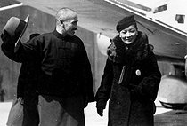 Chiang Kai-shek (Jiang Jieshi, 1887-1975), Chinese general and statesman, with his wife, back after the Xi'an Incident (December 1936), organized by Zhang Xueliang, Zhang Zuolin's son. He was released after the intervention of the communists. © Roger-Viollet