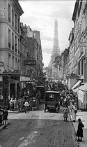 Rue Saint-Dominique. Paris (VIIth arrondissement), circa 1900. © Léon et Lévy/Roger-Viollet