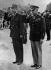 Le général de Gaulle et le général Eisenhower. Paris, Arc de Triomphe, juin 1945. © Roger-Viollet
