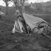 """World War II. Campers from the youth centre in the secular centre """"Nouveaux Horizons"""". France, December 1940. Photograph by Roger Berson. © Roger Berson/Roger-Viollet"""