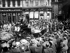 """""""Alexandra Day"""". La reine Alexandra de Danemark (1844-1925) et la princesse Victoria du Royaume-Uni (1868-1935), se déplaçant en calèche dans les rues de Londres (Angleterre), 21 juin 1922. © PA Archive / Roger-Viollet"""