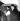 Charlie Chaplin (1889-1977), acteur et réalisateur anglais, et sa fille Géraldine (née en 1944), à l'aéroport. Paris.  © TopFoto/Roger-Viollet