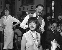 Juliette Gréco (born in 1927), French singer, at the hairdressing salon of Alexandre (1922-2008). Paris, circa 1960.   © Roger-Viollet