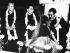 Le Panchen Lama, Zhou Enlai (1898-1976), homme politique chinois et le Dalaï-lama (né en 1935), chef religieux des Tibétains, lors d'une visite en Inde, recevant un collier de fleur. Inde, 1956. © Ullstein Bild / Roger-Viollet