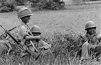 Cambodian War. Young fighters of the Cambodian army, 1975. © Françoise Demulder / Roger-Viollet