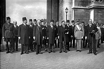 Official visit of king Fouad Ist Ceremony with the Triumphal arch. From left on the right : George Leygues, Fouad Ist, Paul Painlevé. Paris, 1927. © Maurice-Louis Branger / Roger-Viollet