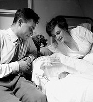 Couple and their newborn child. August, 1953. © Roger-Viollet