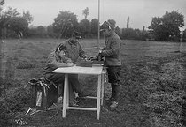 Post of wireless telegraphy used for the air force, 1912. © Maurice-Louis Branger/Roger-Viollet