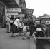 Leaving on vacation. Paris, gare d'Austerlitz, on June 30, 1955.  © Roger-Viollet