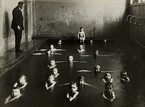 Miners. Swimming pool for schoolchildren. Lorraine region (France), 1931-1934. Photograph by François Kollar (1904-1979). Paris, Bibliothèque Forney. © François Kollar/Bibliothèque Forney/Roger-Viollet