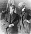 Henry Ford (1863-1947), industriel américain, présentant son usine automobile à Charles Chaplin (1889-1977), acteur et réalisateur anglais. Détroit (Michigan, Etats-Unis), 1926. © Underwood Archives / The Image Works / Roger-Viollet