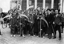 Group of students during the third Thursday in Lent. Paris, on March 23, 1911. © Maurice-Louis Branger/Roger-Viollet