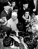 Nehru (1889-1964), homme d'Etat indien, avec sa fille Indira. Aéroport international de New York (Etats-Unis), 7 novembre 1961. © TopFoto / Roger-Viollet