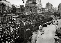 Construction of the Paris Metro (or Metropolitain). Works at the place Saint Michel and rue Danton. Paris (VIth arrondissement), July 1906. © Maurice-Louis Branger / Roger-Viollet