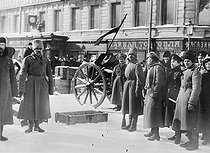 Russian revolution, 1917. Barricade on the perspective Liteiny in Petrograd. © Roger-Viollet