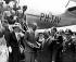 Le comte Folke Bernadotte (1895-1948), diplomate suédois, et son épouse, accueillis par Trygvie Lie, secrétaire général des Nations Unies. New York, 15 juillet 1948. © TopFoto / Roger-Viollet