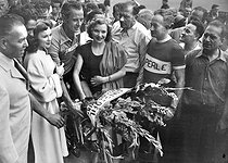 1951 Tour de France. The winner Hugo Koblet (1925-1964), Swiss racing cyclist, surrounded by Françoise Arnoul and Line Renaud. On the right: Francis Pélissier. © Roger-Viollet