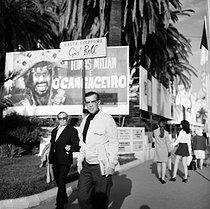 Marc Allégret (1900-1973), French director, on the Promenade de la Croisette during the Cannes Film Festival of 1969. © Roger-Viollet