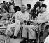 Ho Chi Minh rencontrant le président indonésien Ahmed Sukarno et sa femme Hartini lors d'une visite officielle. Indonésie, 10 mars 1953. © Ullstein Bild/Roger-Viollet