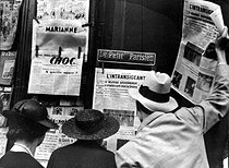 Newspapers announcing the new government formed by Camille Chautemps (1885-1963), French Prime Minister. Paris, 1933. © Roger-Viollet