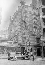 """Magirus"" ladder of the Paris fire brigade, 1911.  © Jacques Boyer/Roger-Viollet"