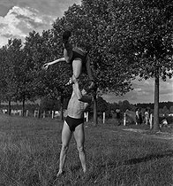 Camping and Culture association. France, 1936-1938. Photograph by Marcel Cerf (1911-2010). Bibliothèque historique de la Ville de Paris. © Marcel Cerf/BHVP/Roger-Viollet
