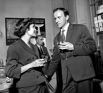 Boris Vian during a cocktail party. Paris, théâtre des Arts, June 1956. © Studio Lipnitzki / Roger-Viollet