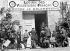 Guerre 1939-1945. Volontaires français pour la lutte contre le bolchévisme, arrivant à la caserne Borgnis-Desbordes. Versailles (Yvelines), août 1941. © Albert Harlingue/Roger-Viollet