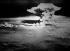 Guerre 1939-1945. Le champignon atomique au moment de l'explosion à 500 mètres au-dessus d'Hiroshima (Japon). 6 août 1945. © Collection Roger-Viollet/Roger-Viollet